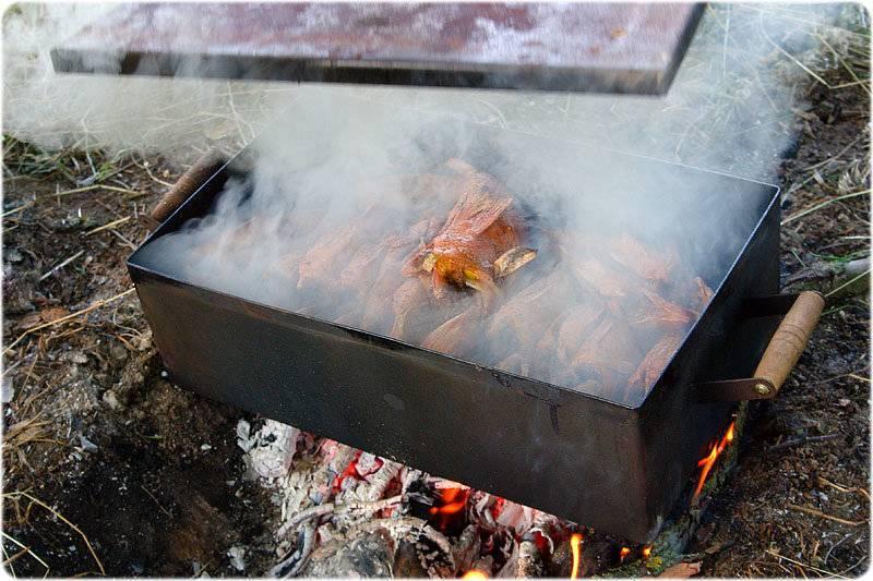 Коптильня горячего копчения для приготовления рыбы