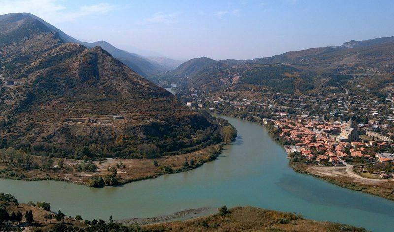 Слияние двух рек в грузии: кура и арагви