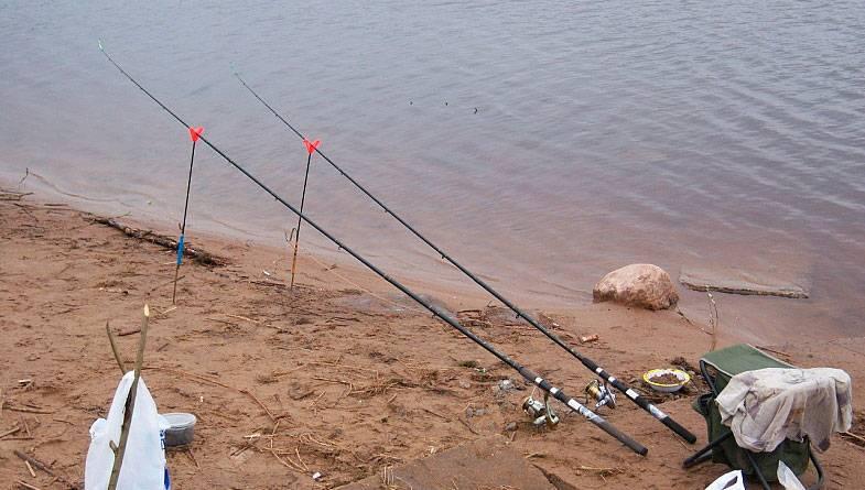Как ловить рыбу фидером на реке при течении