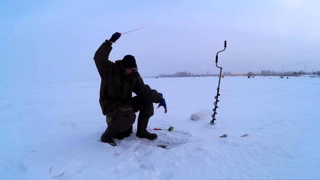 Ловля щуки зимой на озере. поиск стоянок