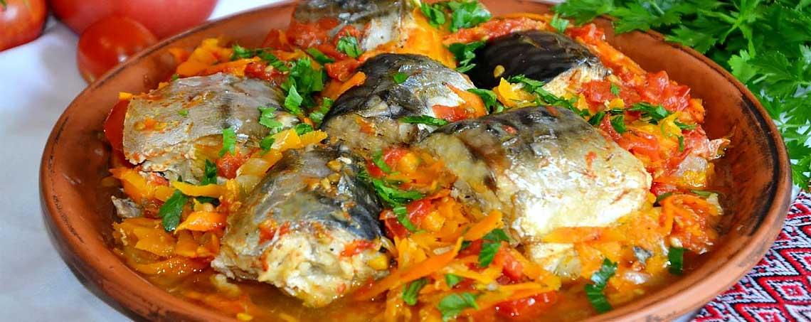 Рыба тушеная с овощами - рецепты в сметане и в томате с морковью, луком, картошкой и кабачками