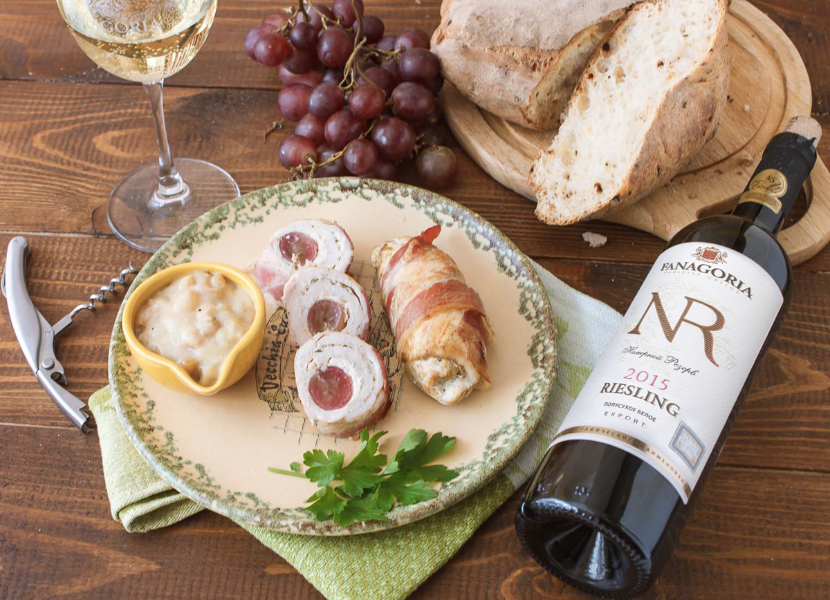 Какое вино подают к рыбе, красное или белое, что лучше подходит к лососю - как выбрать, что пить