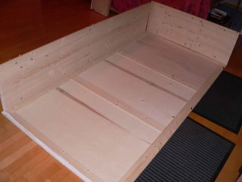 Кровать-подиум своими руками: как сделать в квартире (пошаговая инструкция)