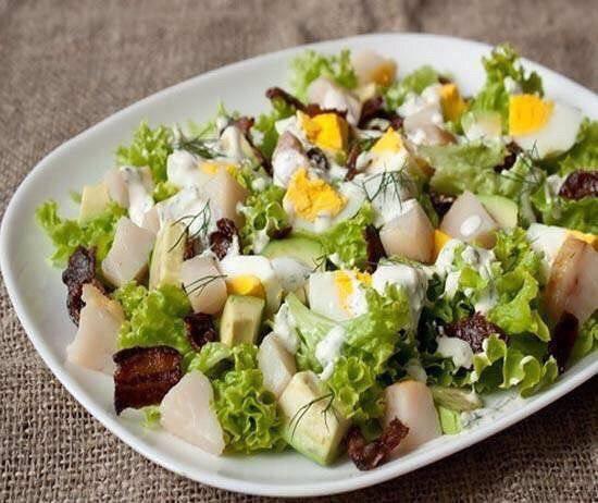 Салат из копченой скумбрии - 4 рецепта приготовления