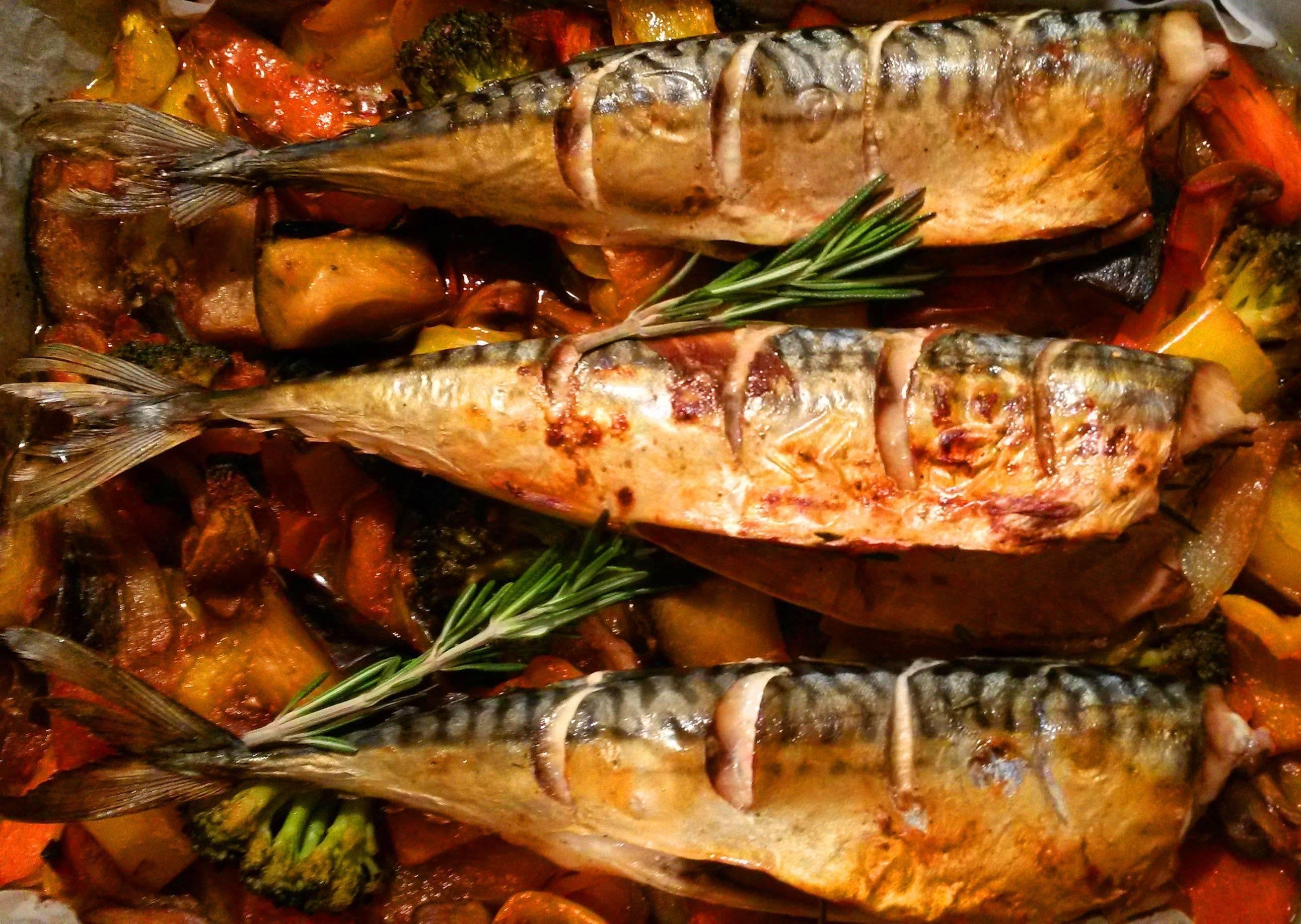 Как приготовить запеченную рыбу с овощами в духовке по рецепту с фото