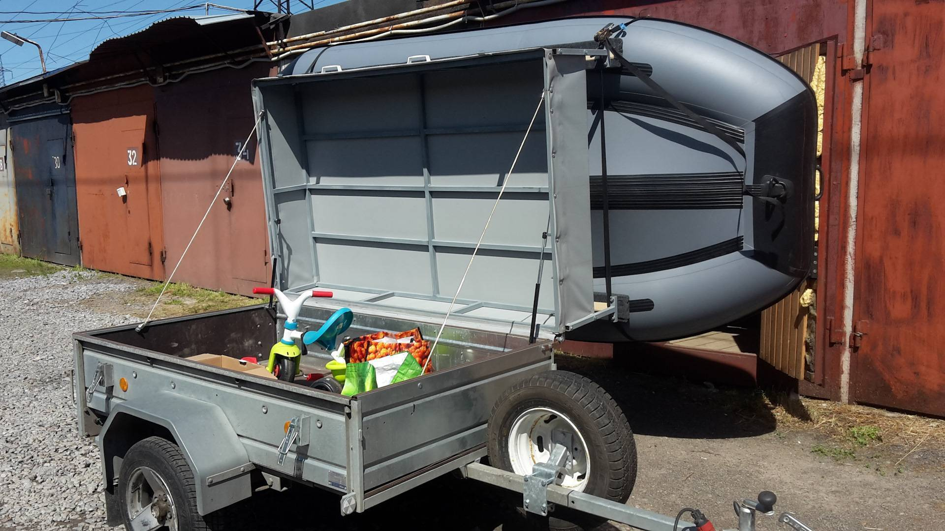 Как выполняется переделка прицепа под лодку