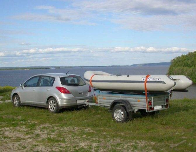 Можно ли перевозить лодку на обычном прицепе и как это сделать