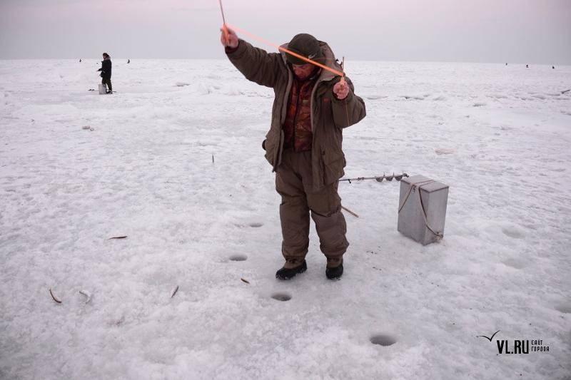 Бурить лунку нужно правильно. полезные советы рыбакам