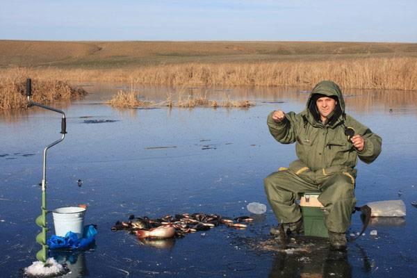Что нужно для зимней рыбалки для начинающих - список снастей и вещей