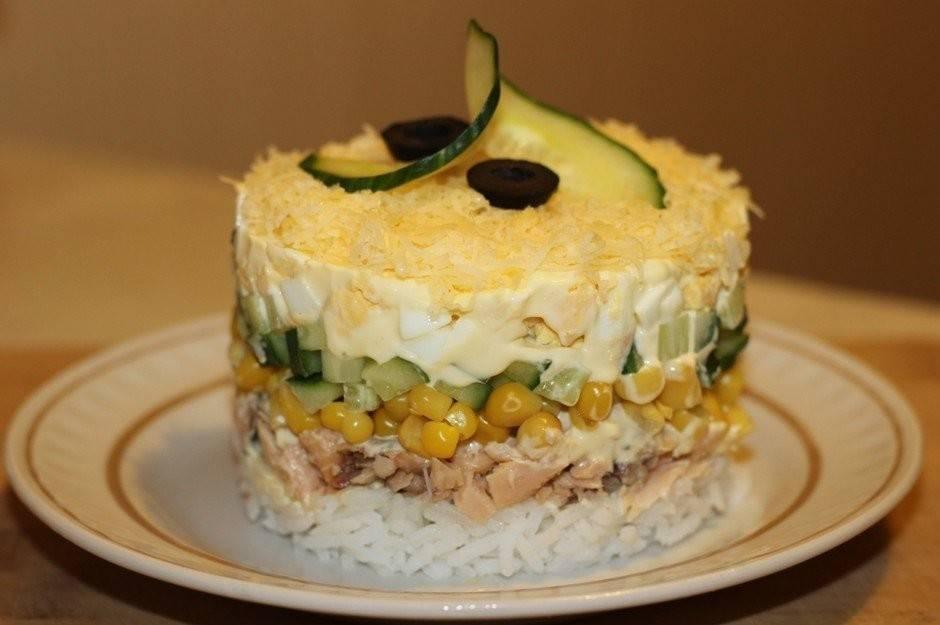Рыбный салат с сайрой, яйцом и рисом