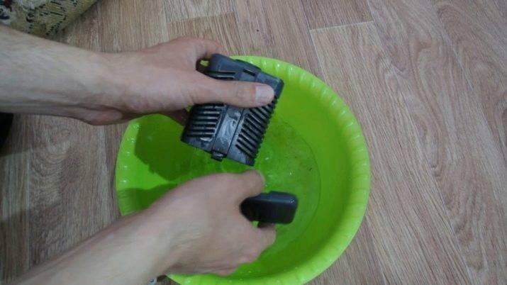 Как почистить фильтр в аквариуме: как часто нужно проводить процедуру, как разобрать и собрать внутреннее и внешнее устройство, а также, как правильно мыть