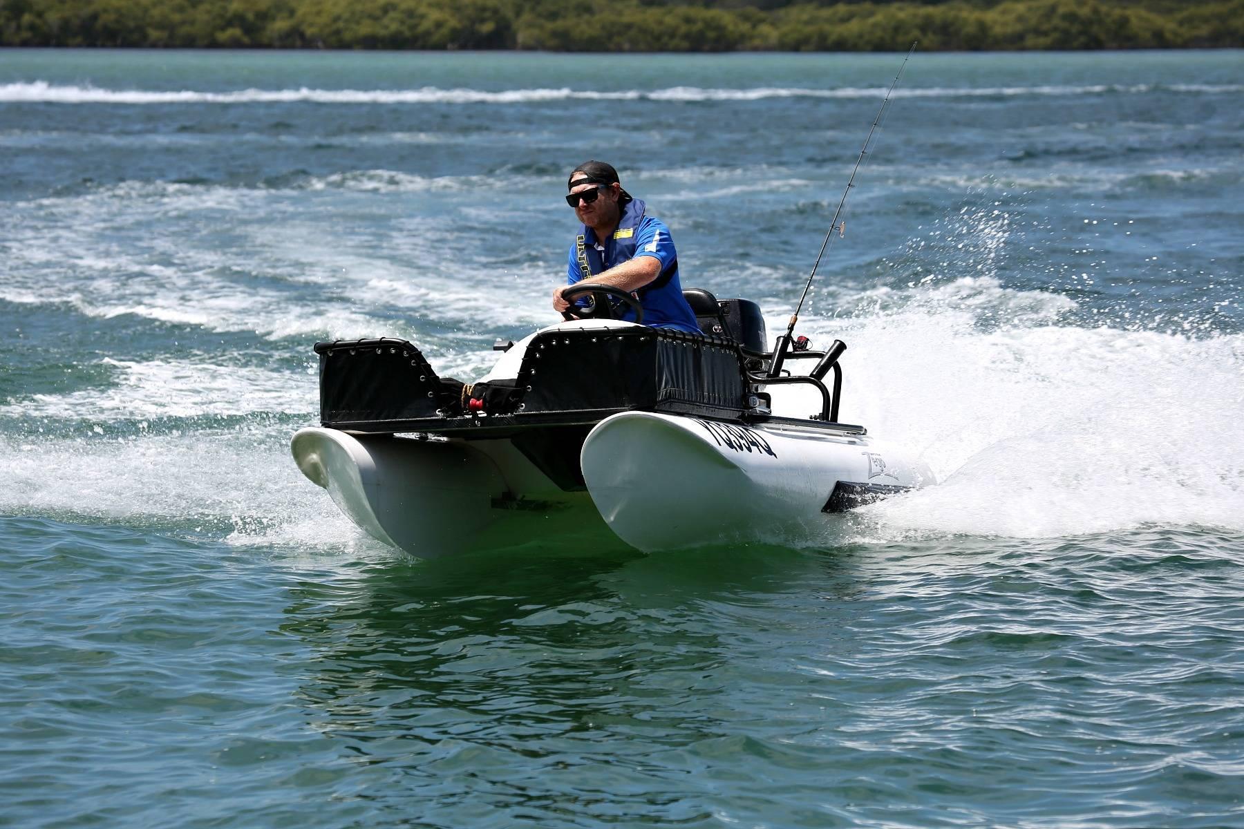 Катамаран для рыбалки под мотор — каким должен быть?