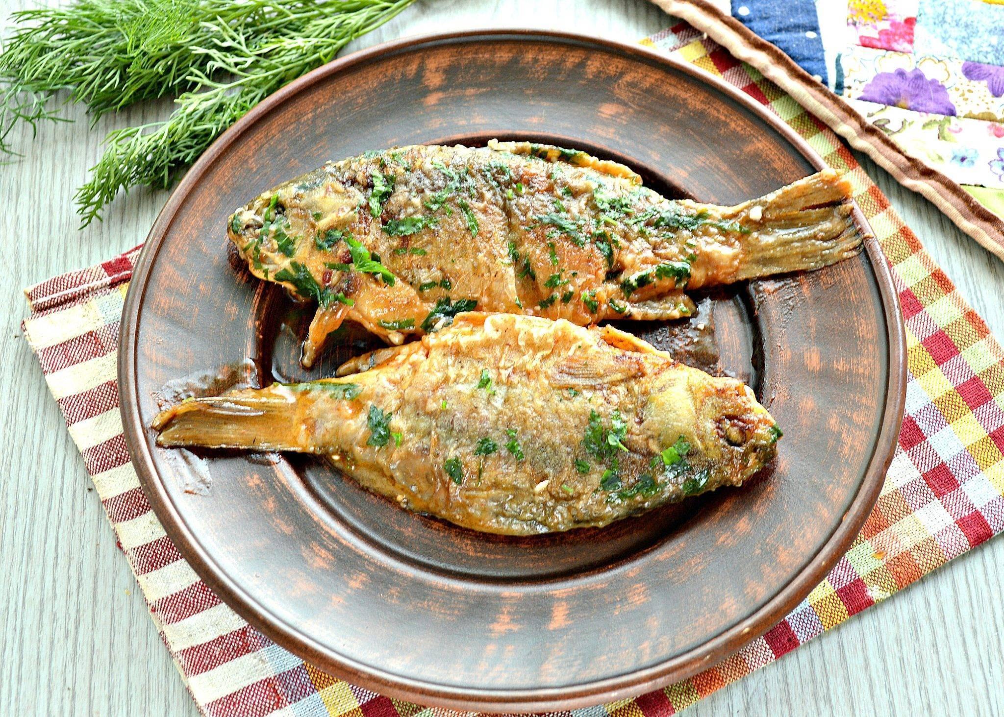 Жареный карась в сметане на сковороде - 12 пошаговых фото в рецепте