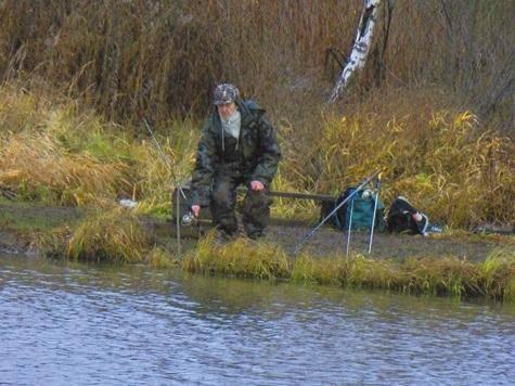 Карасевая рыбалка осенью на поплавок и на фидер