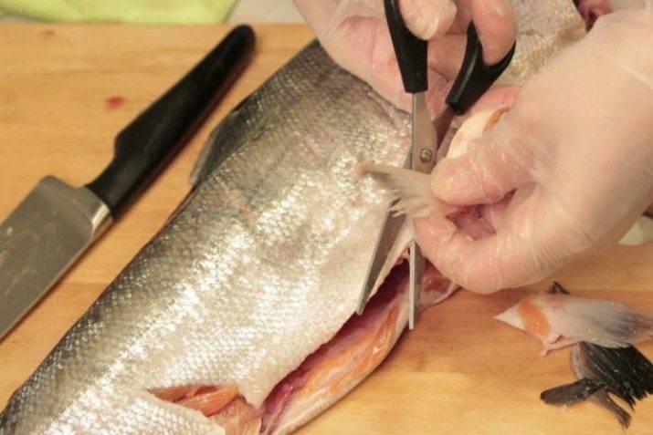 Как почистить рыбу от чешуи дома - самый быстрый и чистый способ