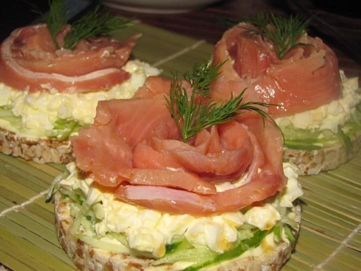 Бутерброды на праздничный стол с красной рыбой— самые вкусные варианты