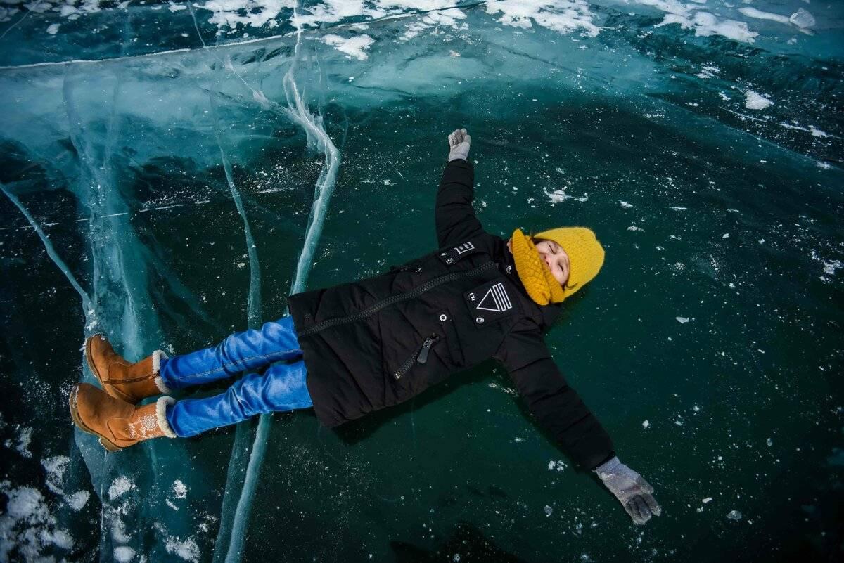 Прозрачный лед и синее небо: пять причин отправиться зимой на байкал - irkutskmedia