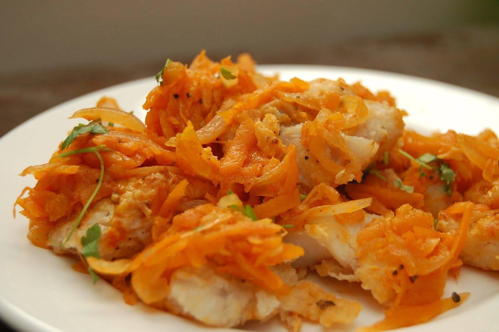 Рыба, тушеная с морковью и луком — 5 рецептов приготовления