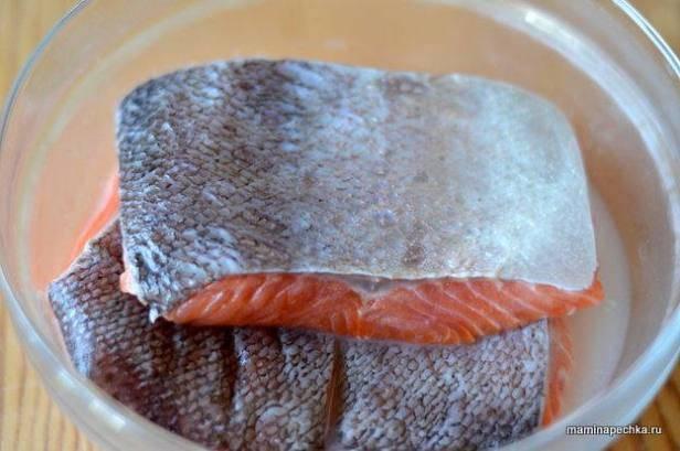 Как правильно солить красную рыбу в домашних условиях сухим способом и в рассоле, целиком и кусочками: рецепты с фото. как выбрать красную рыбу для засолки? | qulady