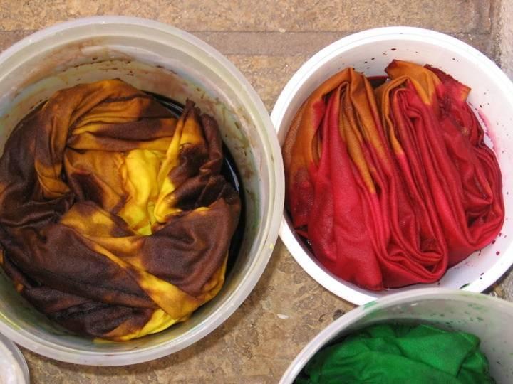 Как красить ткань в домашних условиях натуральными красителями