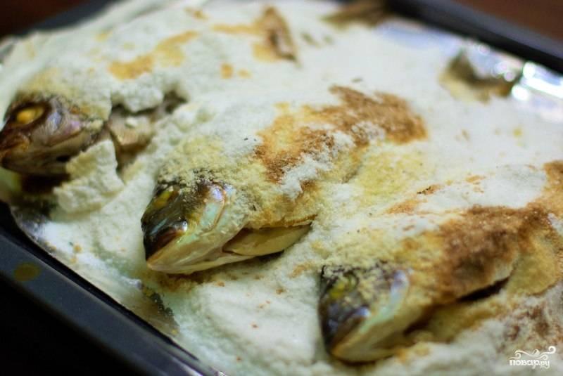 Рыба запеченная в духовке под панцирем из соли