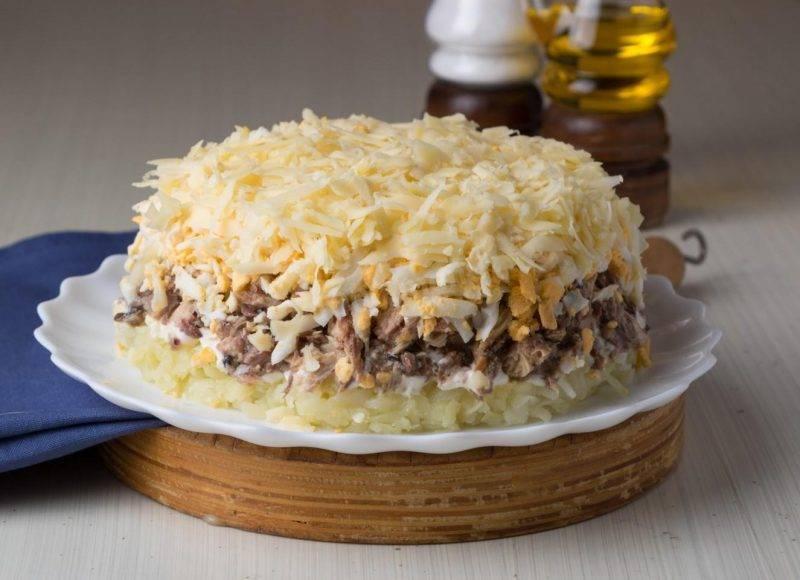 Салат из сайры консервированной с яйцом и рисом