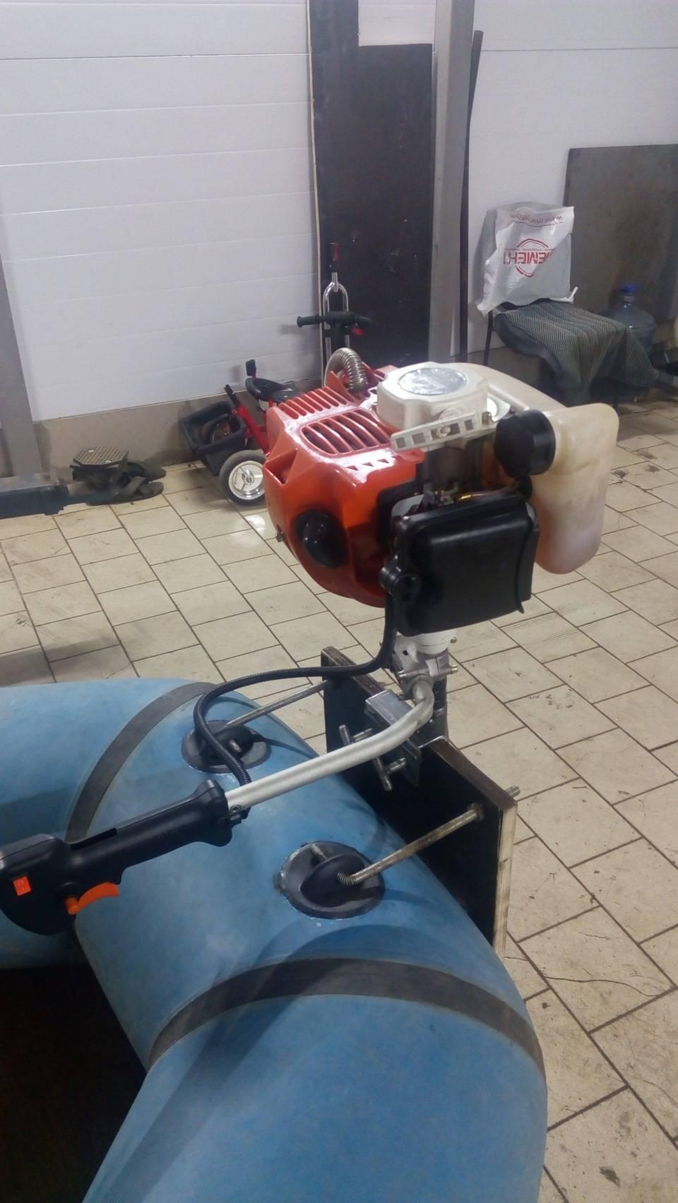 Насадка для переделки триммера в лодочный мотор - принцип работы