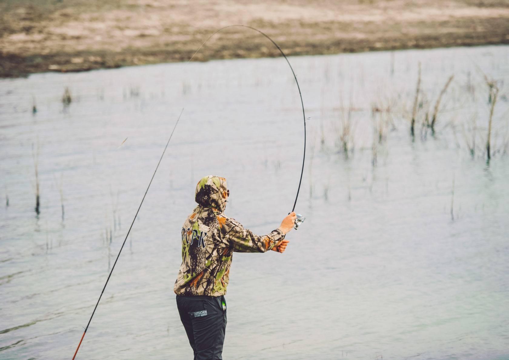 Как рыбачить на спиннинг - где и кого можно поймать: щуку и других рыб, правильная ловля с берега