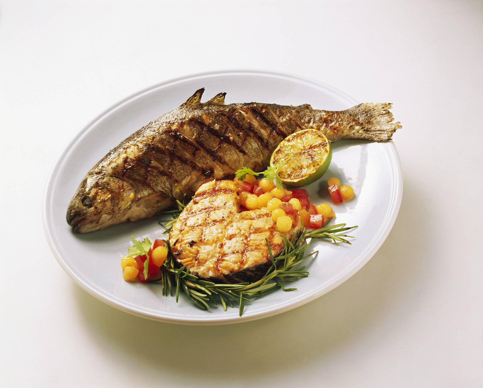 Какую рыбу лучше жарить на мангале?
