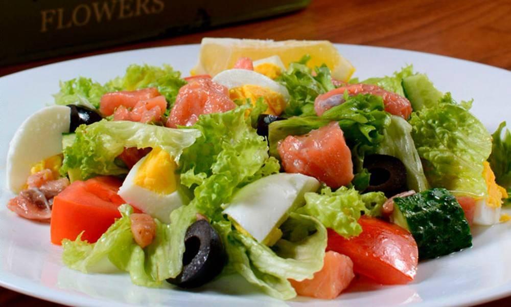 Салат с семгой (99 рецептов с фото) - рецепты с фотографиями на поварёнок.ру