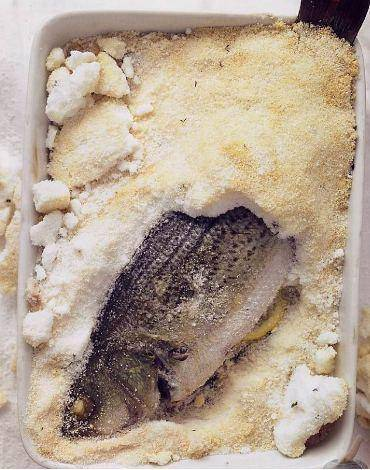 Рыба в духовке в соли