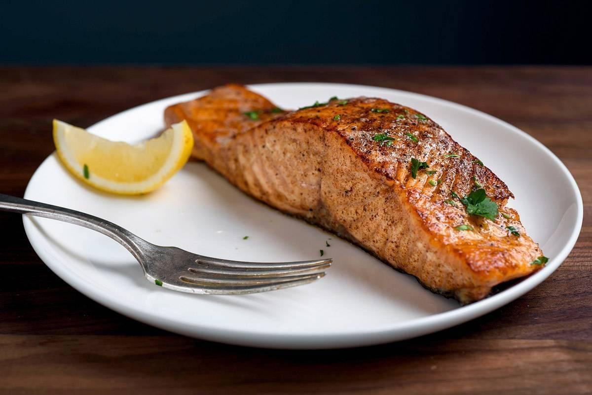 Как запечь форель в духовке в фольге - как правильно обрабатывать и готовить рыбу
