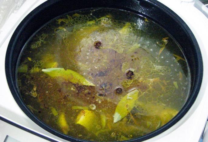 Уха из скумбрии свежемороженой. рецепты с рисом, пшеном, яйцом, перловкой, гречкой, помидорами. фото пошагово