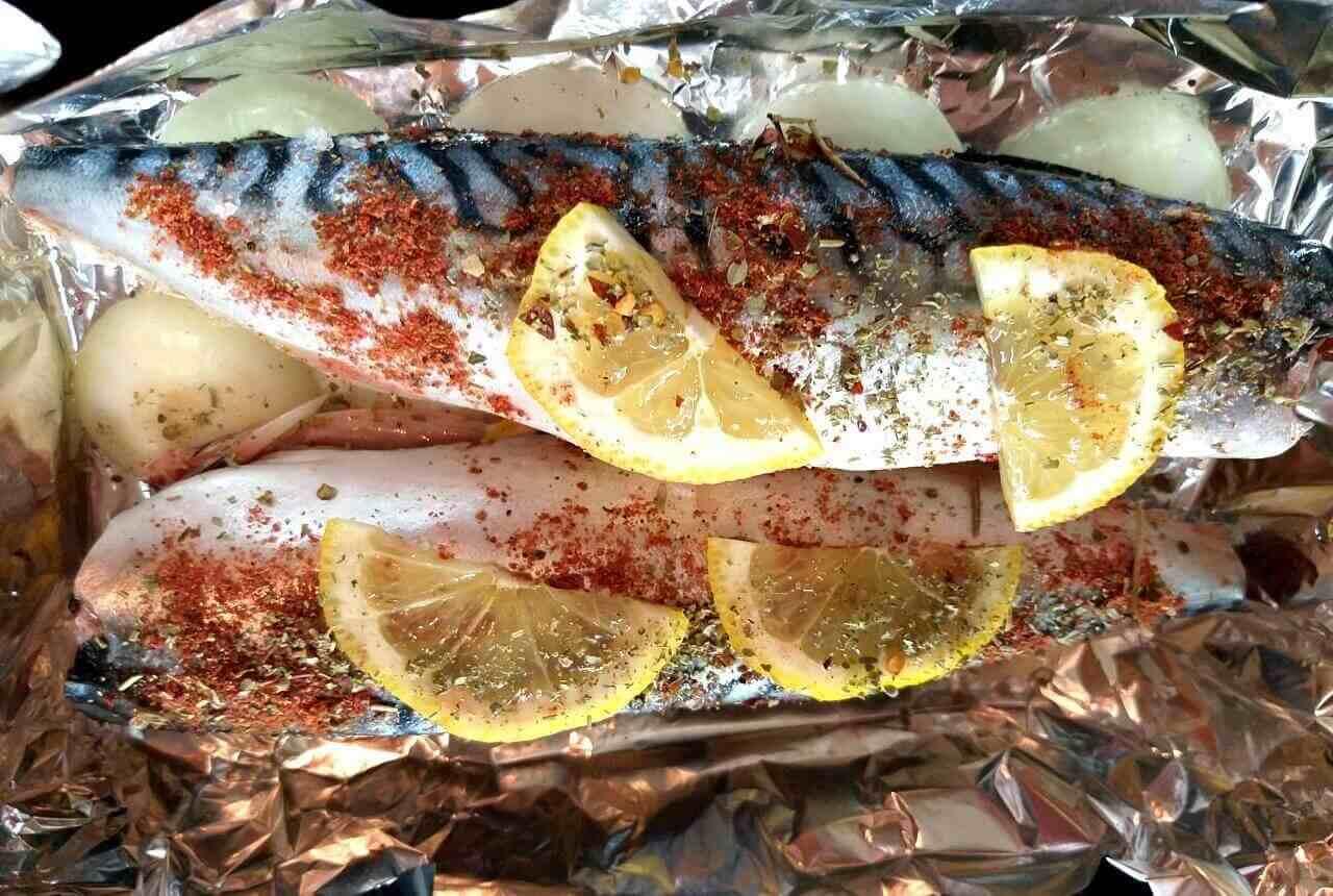 Как вкусно запечь рыбу в фольге в духовке