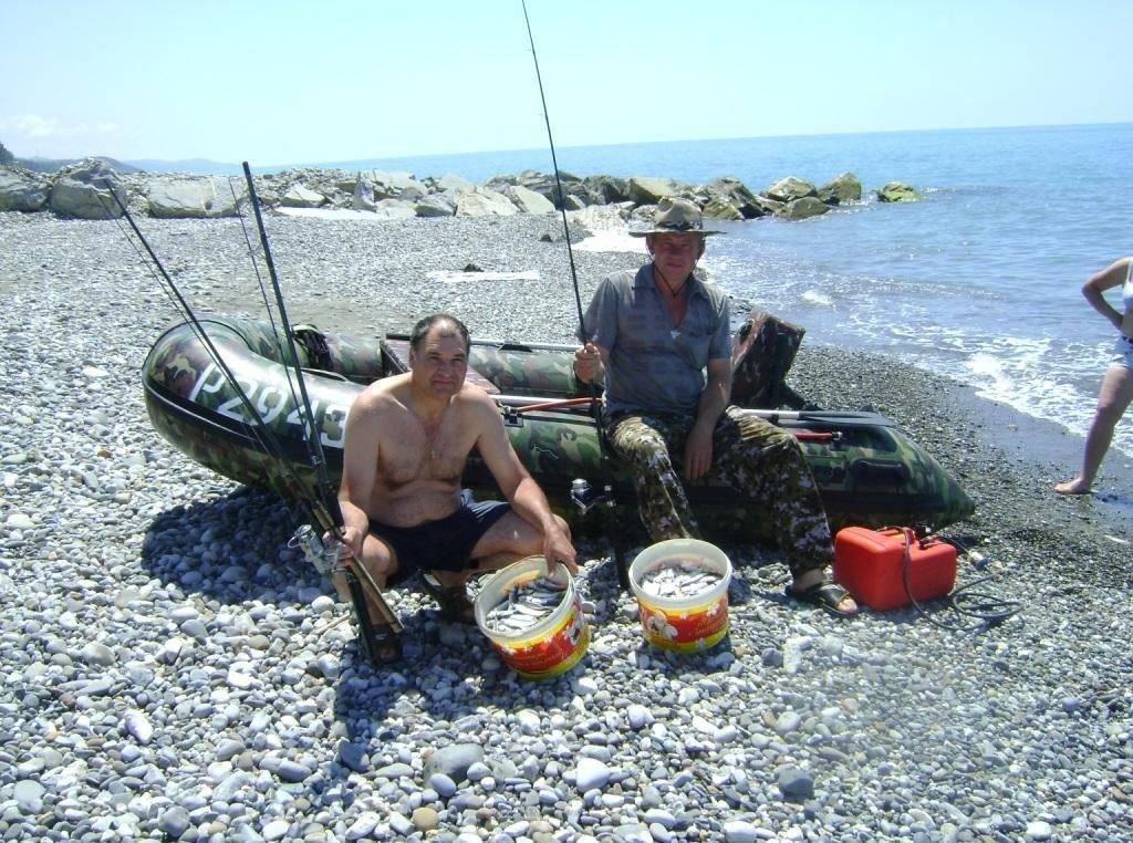 Рыбалка в абхазии: на море с берега и в пицунде, в гаграх и на реках на спиннинг, ловля форели и другой рыбы, крабов и креветок