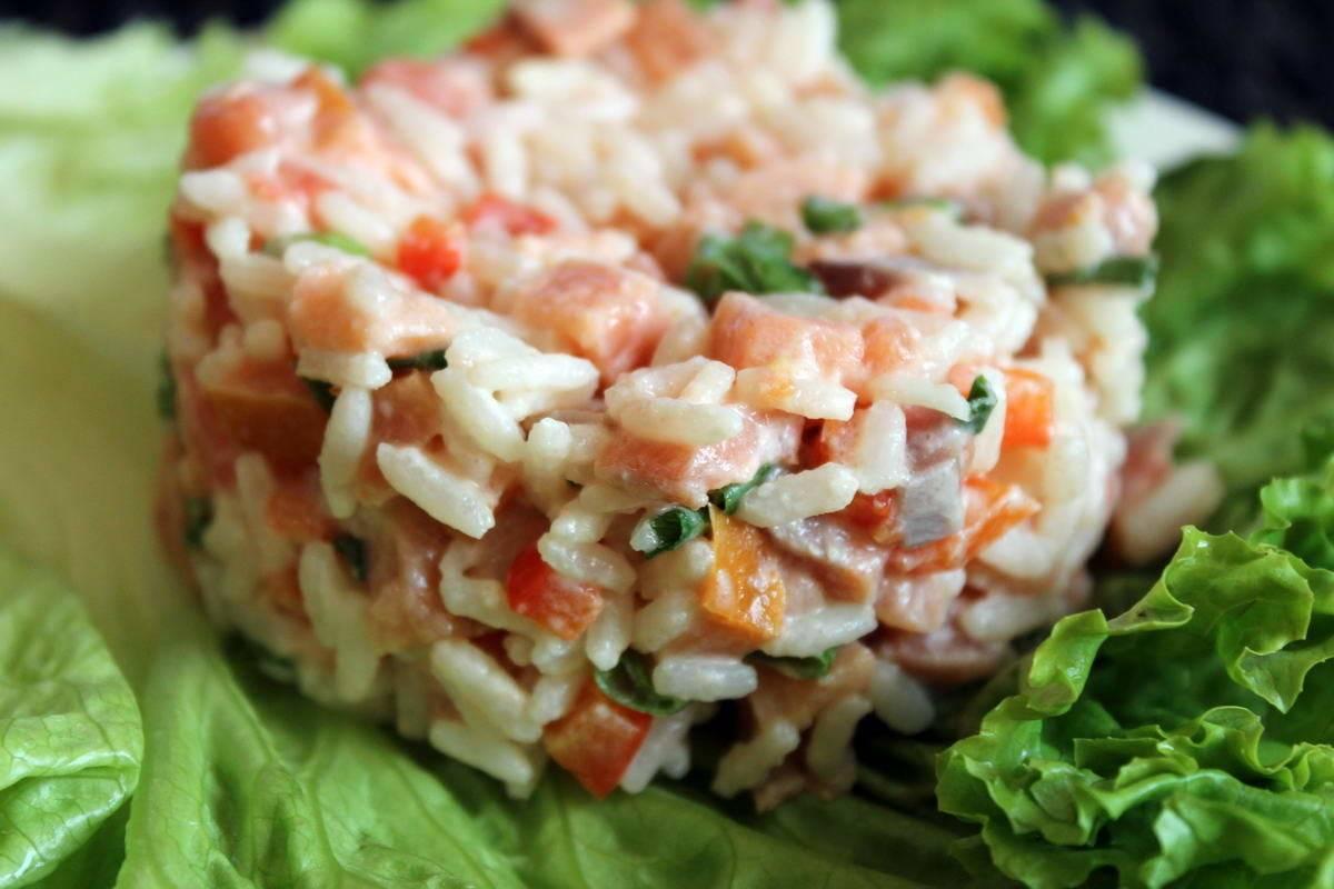 Рецепты салата из солёной красной рыбы очень вкусно по-домашнему