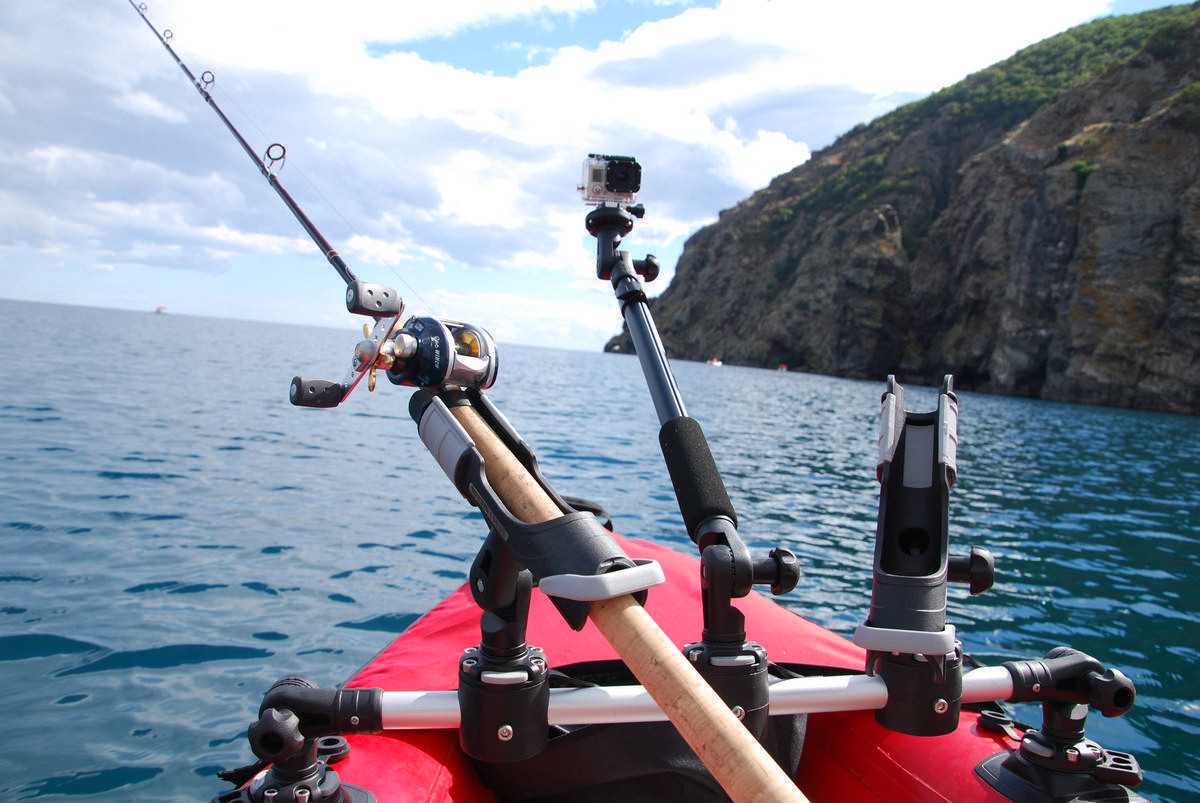 Рыбалка на спиннинг с лодки: техника, держатели своими руками, крепления